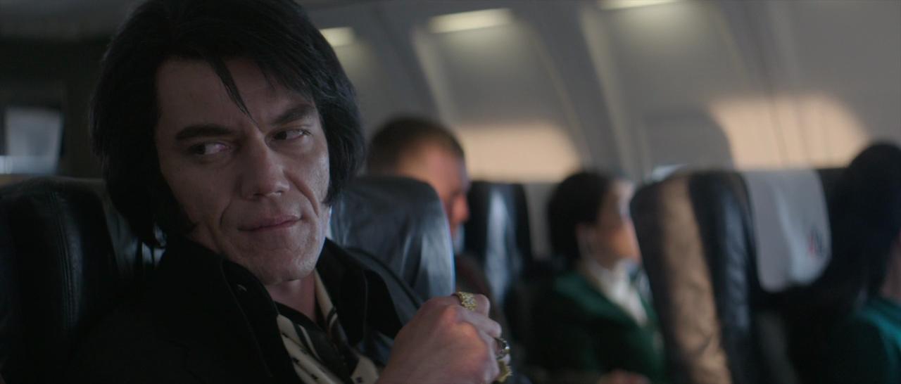 Michael Shannonin Elvis ei voisi vähempää välittää siitä, näyttääkö esikuvaltaan Elvis & Nixonissa (2016)